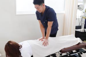 彦根市かがりの整骨院腰の施術写真